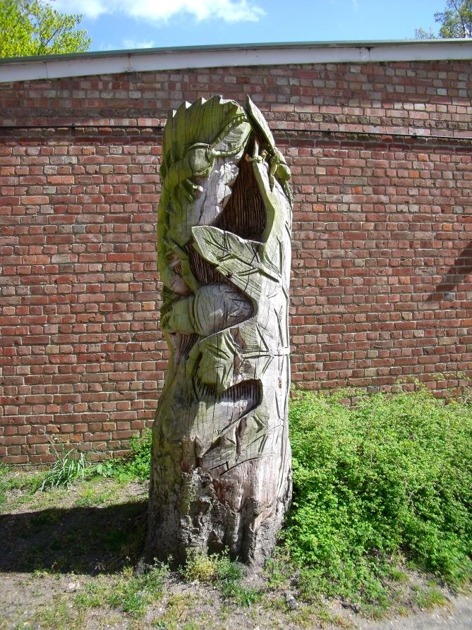 Tree trunk sculpture Watchetts Park